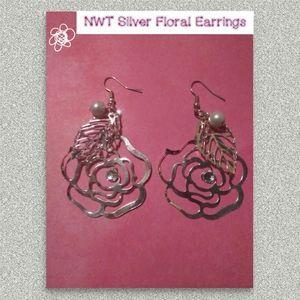 Silver Floral Earrings NWOT🌺